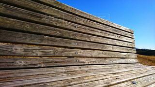 木製のベンチの写真・画像素材[2370739]