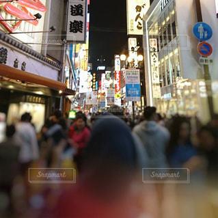 外出自粛前の大阪ミナミの写真・画像素材[3149637]