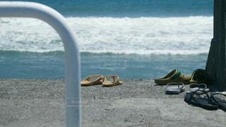 海の横にあるビーチの景色の写真・画像素材[1291233]