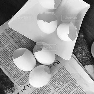 テーブルの上のコーヒー カップの写真・画像素材[1357668]