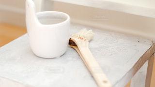 木製のテーブルの上に座ってコーヒー カップの写真・画像素材[1427870]