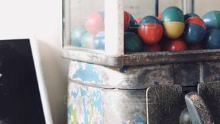 近くにカウンターの上に食べ物のアップの写真・画像素材[1534319]