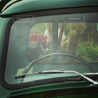 車の窓の助手席の写真・画像素材[1635107]