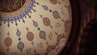 天井からぶら下がっている時計の写真・画像素材[1652571]