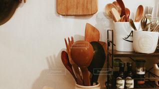 テーブルの上のコーヒー カップの写真・画像素材[1744582]