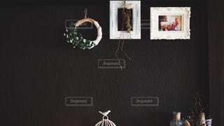 テーブルの上の花の花瓶の写真・画像素材[1750330]