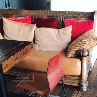リビングルームの赤い椅子のクローズアップの写真・画像素材[2119664]