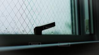 窓から外を見る景色の写真・画像素材[2204727]