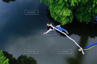 川へジャンプ!の写真・画像素材[1258918]