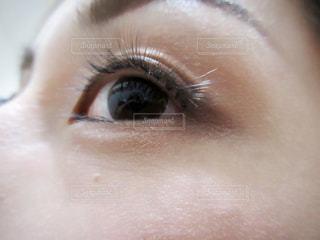 人の目のクローズアップの写真・画像素材[2100236]
