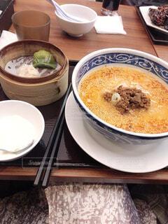 担々麺と飲茶のセットの写真・画像素材[4604597]