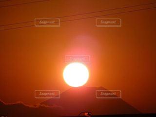 富士山に乗った夕日の写真・画像素材[1309438]