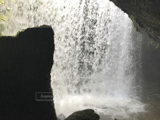 滝の後ろからの写真・画像素材[1262137]