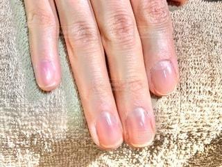 ネイルサロンで爪磨きの写真・画像素材[3330238]