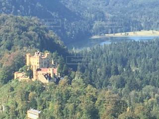 背景の山と木の写真・画像素材[1262107]