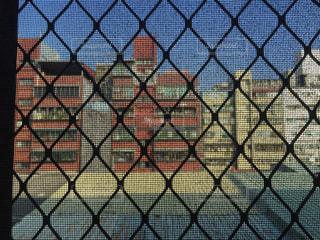 フェンスの前にゲートの写真・画像素材[1305698]