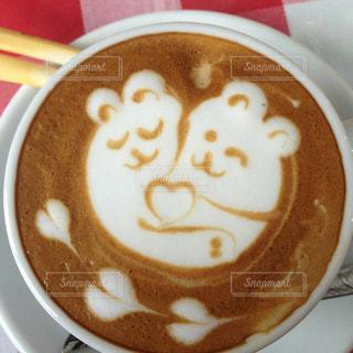 テーブルの上のコーヒー カップの写真・画像素材[1337125]