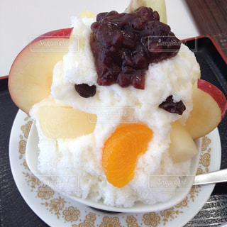 皿の上のケーキのスライスの写真・画像素材[1359040]