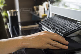 パソコン操作中。の写真・画像素材[1527662]