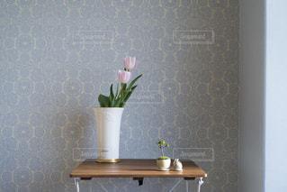 お部屋に飾ったお花の写真・画像素材[1870388]