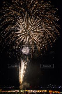 夏の花火の写真・画像素材[2038957]