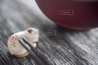 可愛いネコの箸置きの写真・画像素材[4104730]