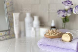 洗面台の上の化粧品の写真・画像素材[4139351]