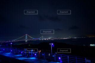 闇夜に輝く大橋の写真・画像素材[1263627]