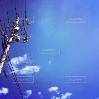 空気を通って飛んで人の写真・画像素材[1271219]
