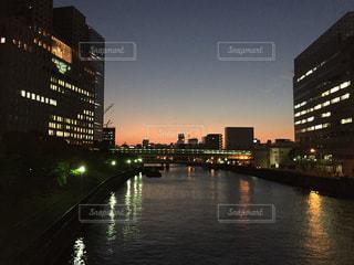 大阪 京橋駅側の橋の上から 昼と夜の狭間の写真・画像素材[1284976]