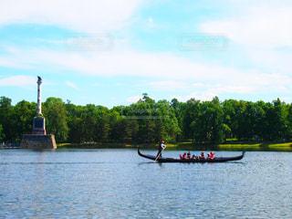 湖に浮かぶボート - No.1265970