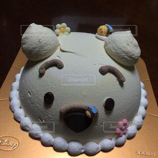 近くにケーキのアップの写真・画像素材[1267117]