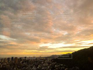 空には雲のグループの写真・画像素材[1333308]