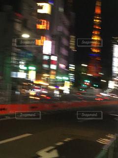 忙しい街の通りのぼやけた画像の写真・画像素材[1299822]