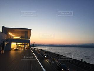 夕焼けの雨晴海岸の写真・画像素材[1272257]