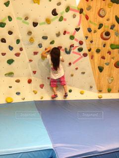 子供用ボルダリングの写真・画像素材[1274096]