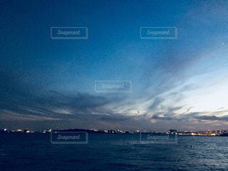 都会の海の日没の写真・画像素材[1378870]