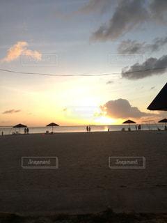 ビーチで夕日の写真・画像素材[1274858]