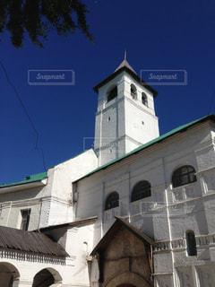 れんが造りの建物の前に時計塔の写真・画像素材[1275946]