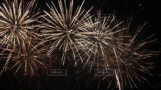 空の花火の写真・画像素材[3528920]