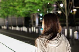 携帯電話で通話中の女性の写真・画像素材[1279032]