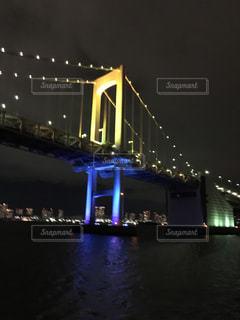 大きな橋が夜ライトアップの写真・画像素材[1279059]