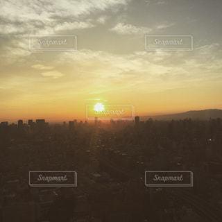 街に沈む夕日の写真・画像素材[1280183]