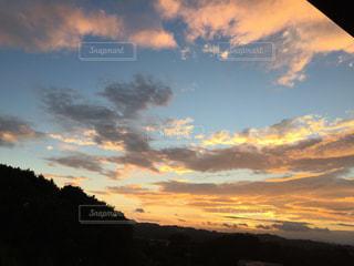 今から太陽が昇るの写真・画像素材[1347918]