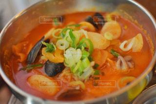 スープとスプーンのボウルの写真・画像素材[1280698]