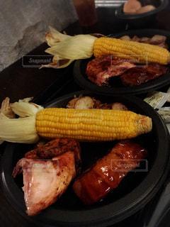 トウモロコシと肉の写真・画像素材[1319274]