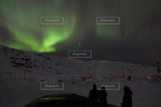 オーロラと流れ星の共演の写真・画像素材[1281217]