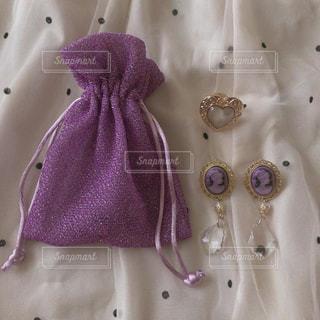 紫色のアクセサリーの写真・画像素材[1289959]