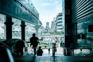 街の通りを歩く人の写真・画像素材[1283839]