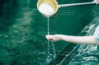 プールの水の女性の写真・画像素材[1283841]